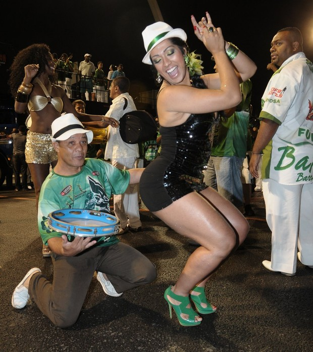 Mulher Moranguinho em ensaio da Camisa Verde e Branco em São Paulo (Foto: Francisco Cepeda / Ag. News)