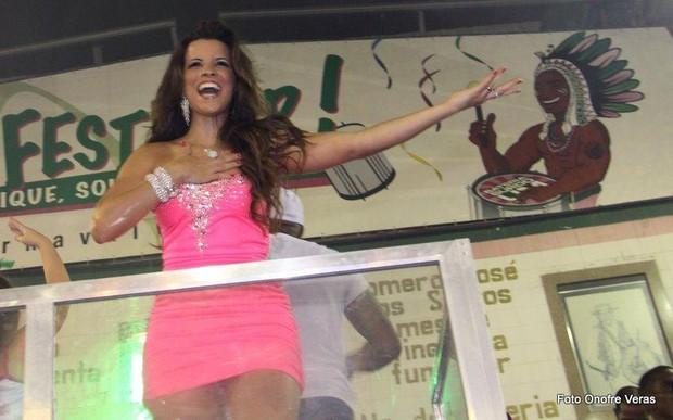 Renata Santos na quadra da Mangueira, no Rio (Foto: Onofre Veras / Ag. News)