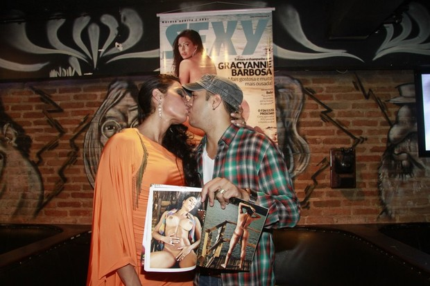 Gracyanne Barbosa e Belo no lançamento da revista 'Sexy' dela no Rio (Foto: Isac Luz/ EGO)