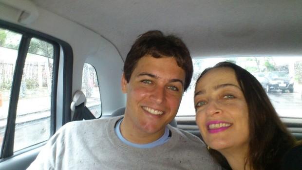 Felipe Dylon com a mãe (Foto: Repdrodução)