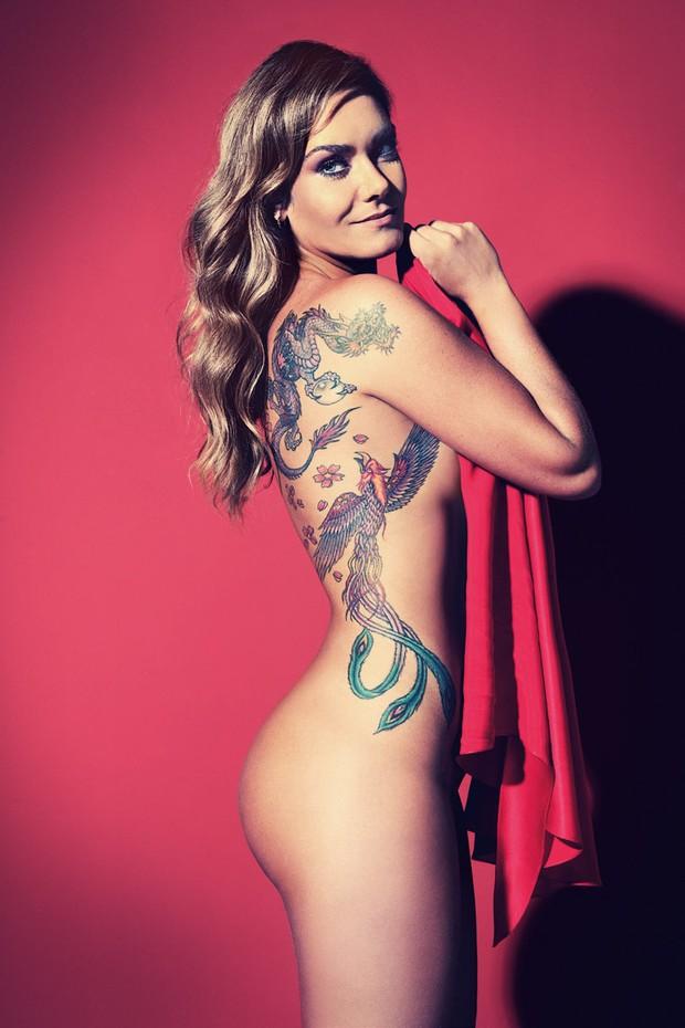 Luize Altenhofen Posa Nua Para Revista E Eibe Suas Tatuagens