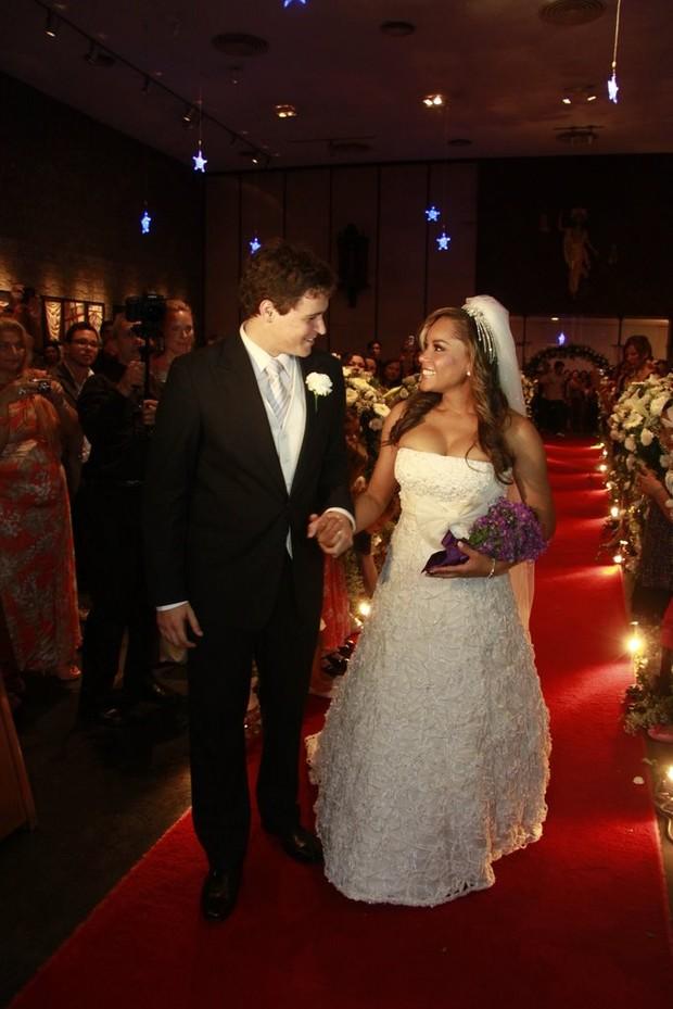 Aparecida e Felipe Dylon se casam, no Rio (Foto: Isac Luz / EGO)