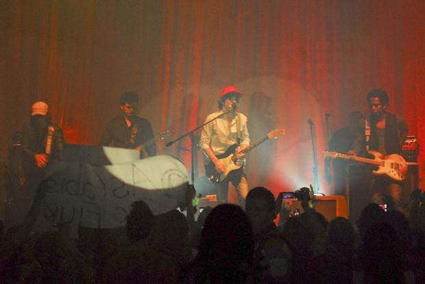 Show de Fiuk (Foto: Celso Akin e Tiago Arcahnjo/Agnews)