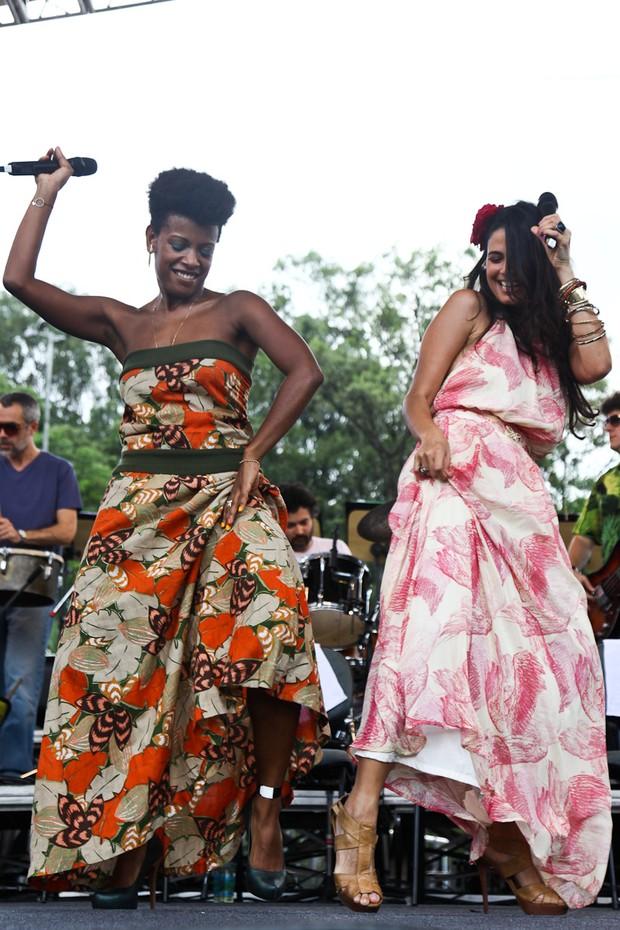 Emanuelle Araujo com Thalma de Freitas (Foto: Manuela Scarpa / Photo Rio News)