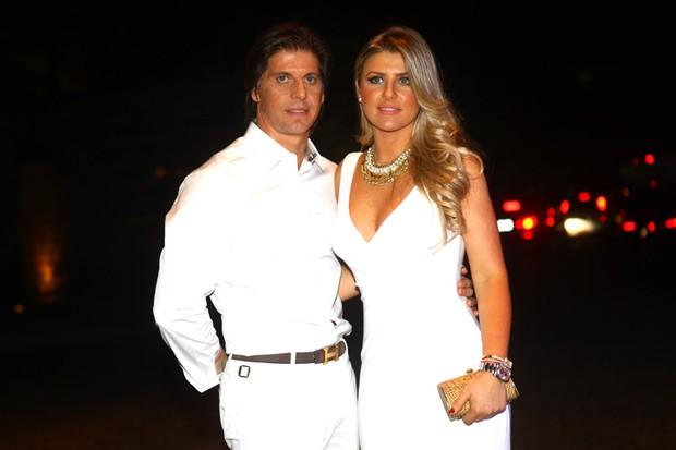 Iris Stefanelli e Jeronimo Teixeira (Foto: Iwi Onodera / EGO)