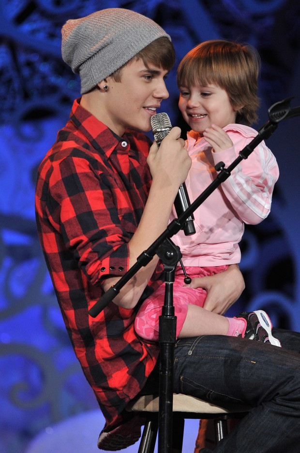 Justin Bieber com a irmã, Jazmyn (Foto: Agência/Getty)