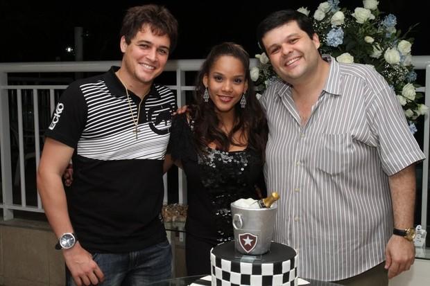 Felipe Dylon e Aparecida Petrowky vão a festa de amigo (Foto: Anderson Borde/ Ag. News)