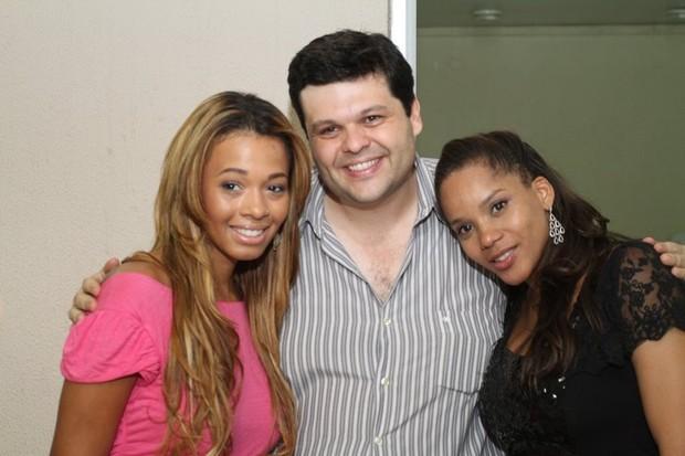 Juliana Diniz e Aparecida Petrowky no aniversário de Carlos Lamoglia no Rio (Foto: Anderson Borde/ Ag. News)