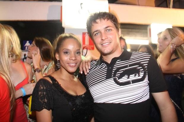 Aparecida Petrowky e Felipe Dylon em festa no Rio (Foto: Onofre Veras/ Ag. News)