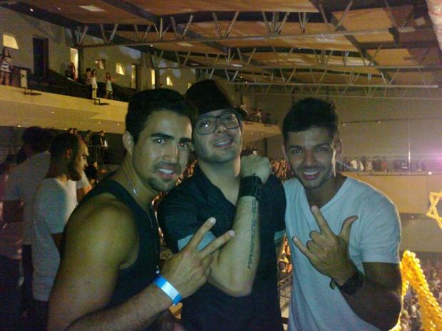Max Porto curte festa no Rio com os amigos Felippe Luhan e Kaka Santana (Foto: Divulgação)
