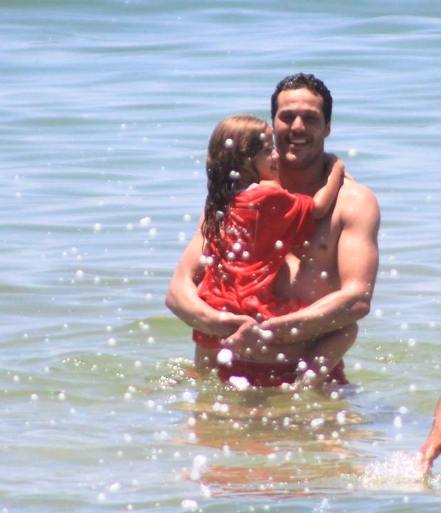 Julio Cesar com a filha, Giulia (Foto: Rodrigo dos Anjos/Agnews)
