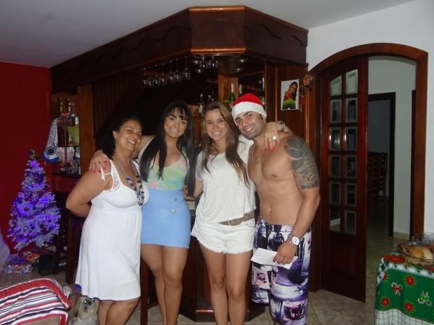 Andressa Soares, a Mulher Melancia, reúne a família para o Natal (Foto: Divulgação)