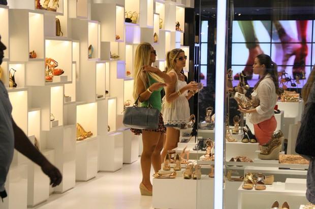 Valesca Popozuda vai às compras em shopping do Rio (Foto: Clayton Militão / Photo Rio News)