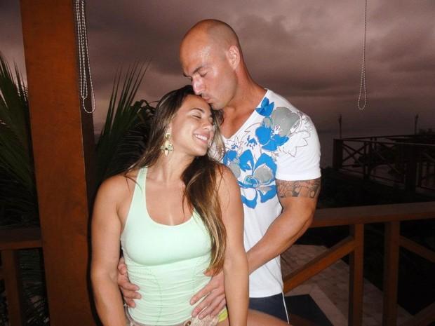 Ex-BBB Michelly Crisfepe e Carlos Tomaiolo (Foto: Reprodução/ Facebook)
