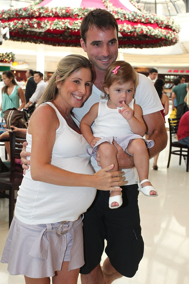 Patrícia Maldonado, Guilherme Arruda e a filha, Nina (Foto: Manuela Scarpa / Photo Rio News)