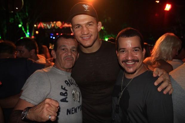 O lutador de MMA Cigano (no centro) no Ensaio do Harém, em Salvador na Bahia (Foto: Fred Pontes/ Divulgação)