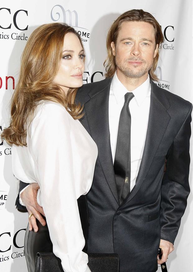 Angelina Jolie e Brad Pitt no Critics Circle Awards em Nova York, nos Estados Unidos (Foto: Reuters/ Agência)