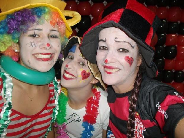 A BBB Jakeline Leal com amigas (Foto: Reprodução / Facebook)