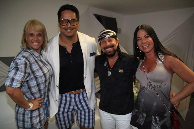 Carla Perez, Xanddy, Bell Marques e Aninha Marques nos bastidores do show do Harmonia do Samba em Salvador, na Bahia (Foto: Fred Pontes/ Divulgação)