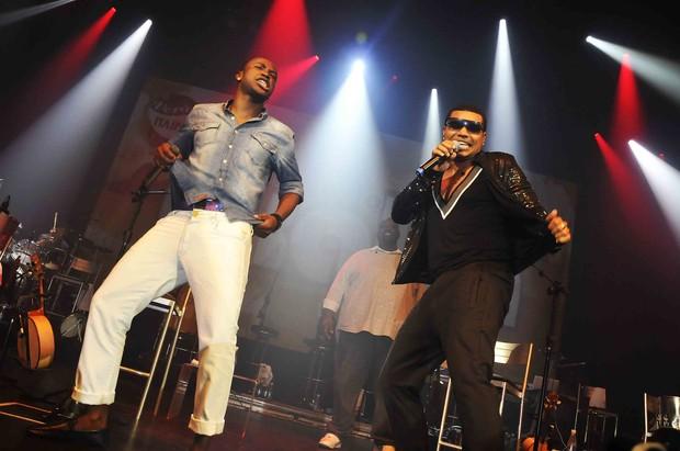 Thiaguinho e Naldo em show do Exaltasamba no Rio (Foto: Ari Kaye/ Divulgação)