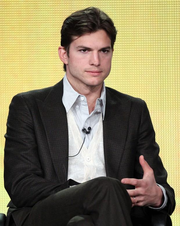 Ashton Kutcher: sem barba e com novo corte de cabelo (Foto: Getty Images)