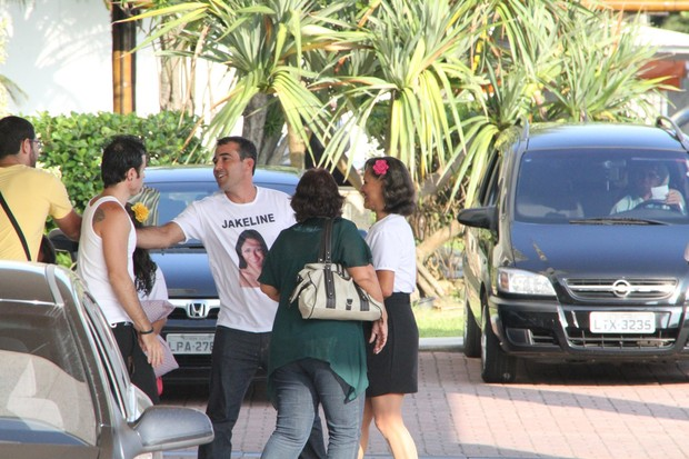 Familia de Jake do bbb 12 sai do Hotel na Barra (Foto: Clayton Militão / Photo Rio News)