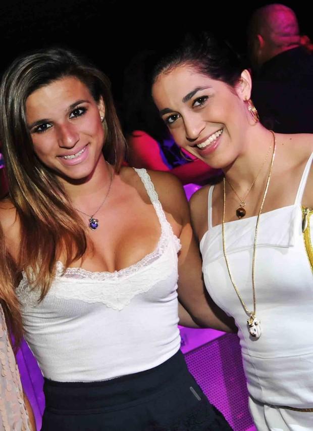 Jade Barbosa e Dabielle Hypólito em show do Exaltasamba no Rio (Foto: Ari Kaye/ Divulgação)