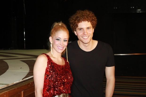 Danielle Winits e Thiago Fragoso após sessão para convidados de 'Xanadu', no Rio (Foto: Raphael Mesquita/ Photo Rio News)