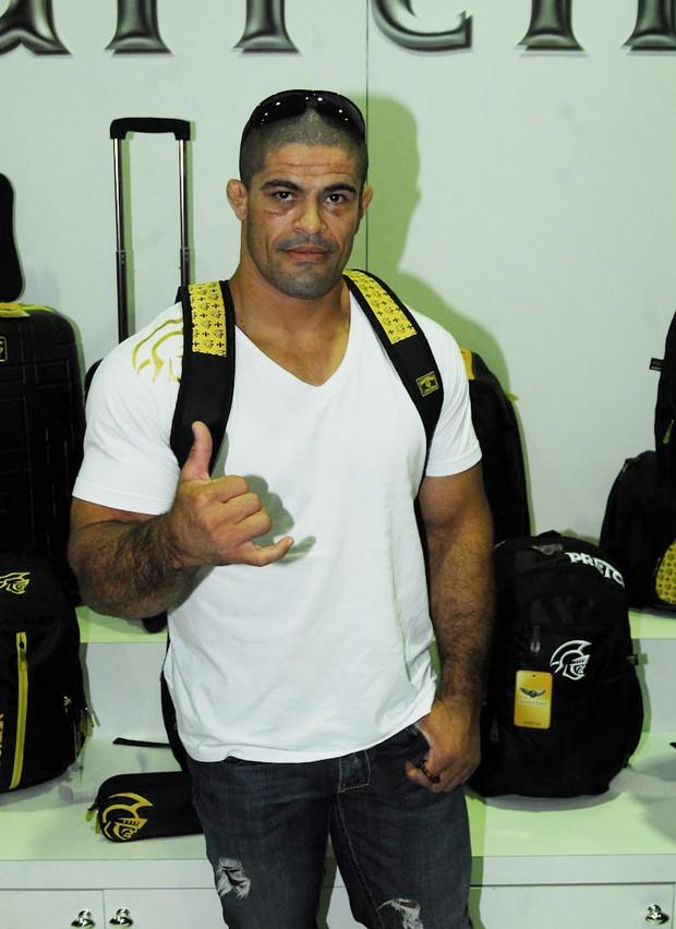 Toquinho, lutador de MMA, em evento de feira de calçados (Foto: Celson Akin / AgNews)