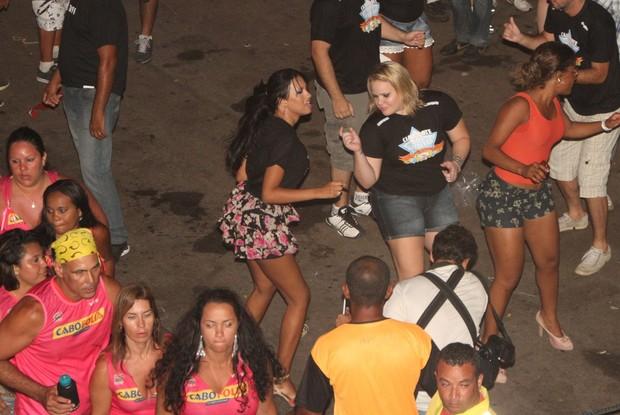Ex-BBBs Ariadna e Paulinha no Cabofolia (Foto: Clayton Militão/ Photo Rio News)