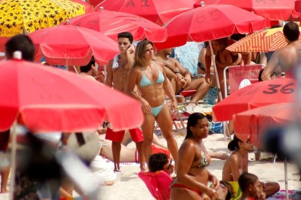 Jade Barbosa em praia do Rio (Foto: J. Humberto/Ag News)