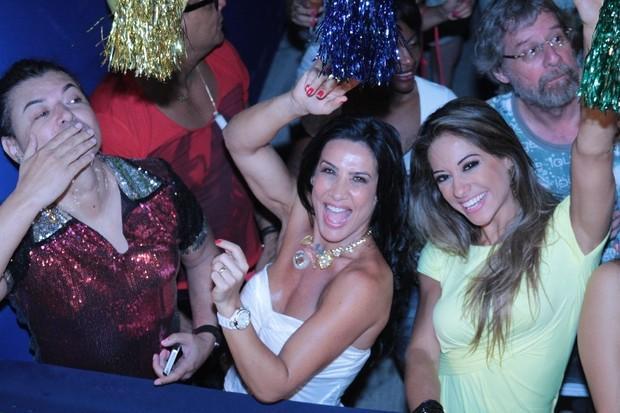David Brazil, Scheila Carvalho e Mayra Cardi se divertem no Pré-Caju (Foto: Fred Pontes/Divulgação)