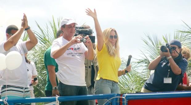 Rosemary participa de protesto em defesa dos animais na praia de Copacabana (Foto: Wagner Carvalho/Divulgação)