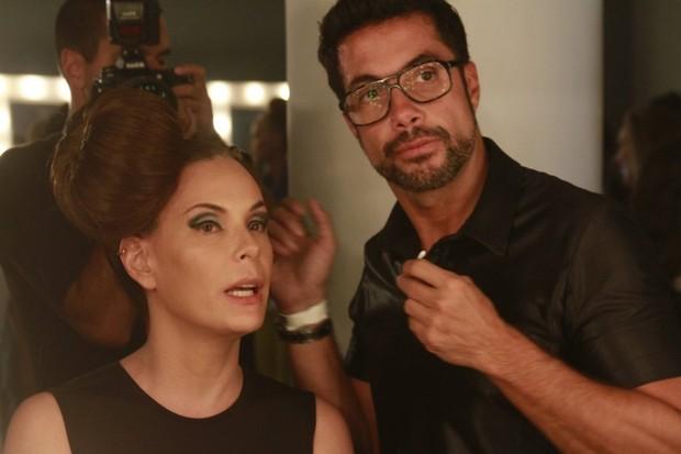 Carolina Ferraz no backstage na SPFW (Foto: Isac Luz / EGO)