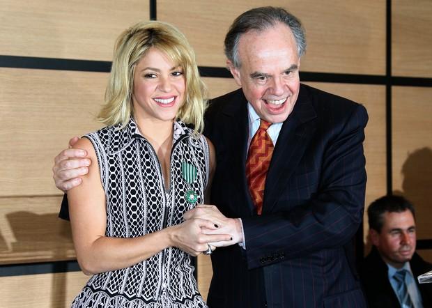 Shakira é condecorada na França (Foto: Agência AFP)