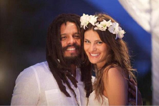 """Isabeli Fontana posta dofos do """"casamento"""" com Rohan Marley (Foto: Facebook / Reprodução)"""