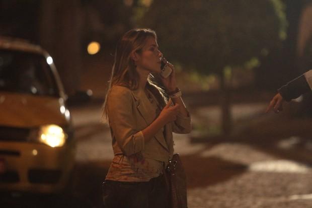 Monique Alfradique grava cenas noturnas de 'Fina Estampa' (Foto: Marcello Sá Barreto / Photo Rio News)