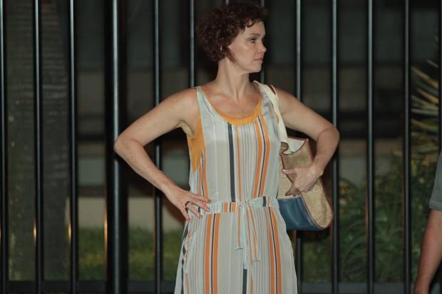 Júlia Lemmertz grava cenas noturnas de 'Fina Estampa' (Foto: Marcello Sá Barreto / Photo Rio News)