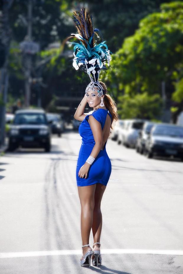 Juliana Diniz faz fotos com fantasia de carnaval (Foto: Wagner Garcia ...