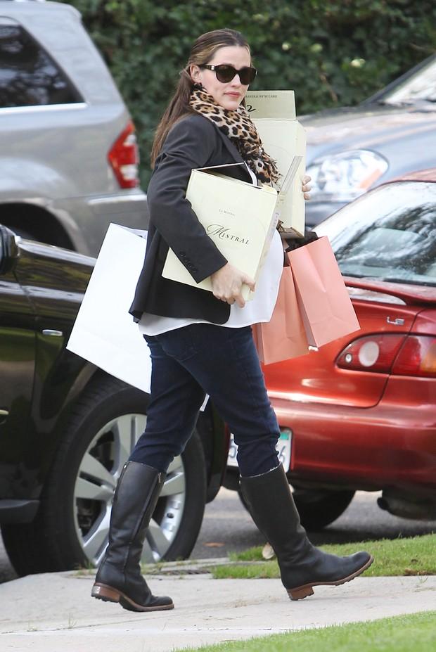 Grávida, Jennifer Garner em Santa Mônica, na Califórnia, nos Estados Unidos - X17 (Foto: X17/ Agência)