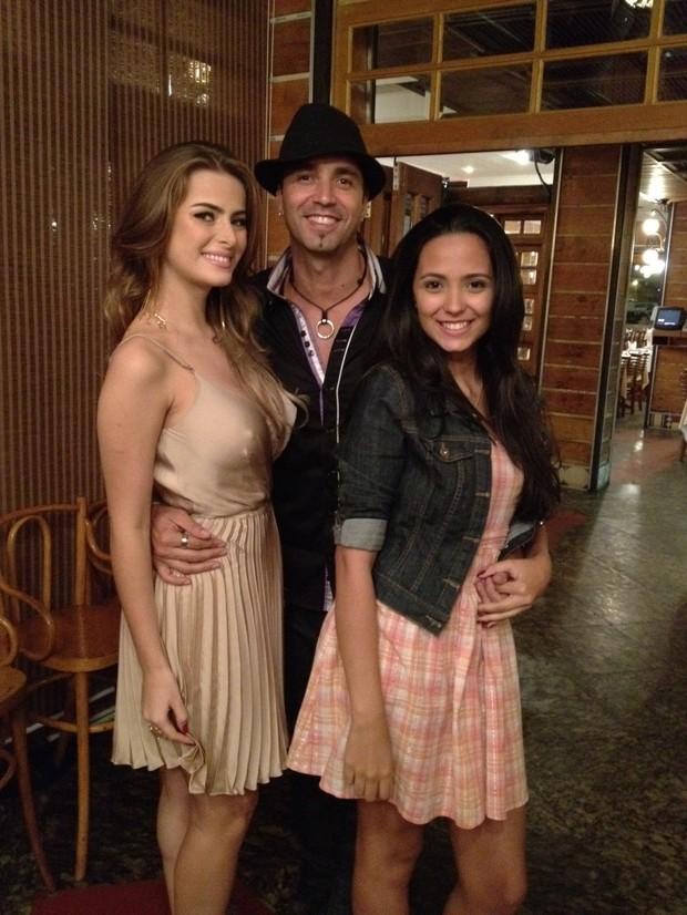 Latino com a namorada Rayanne Moraes e a filha Dayanna (Foto: Divulgação)