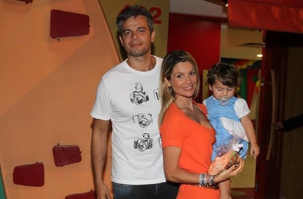 Flávia Alessandra e Otaviano Costa com a filha Olívia em festa no Rio (Foto: Anderson Borde/ Ag. News)