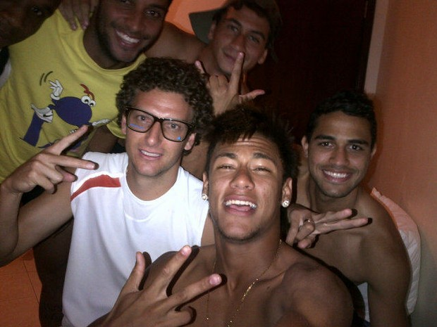 Neymar comemora aniversário na concentração (Foto: Reprodução/Twitter)