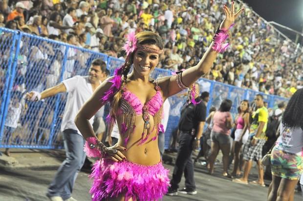 Renata Santos no ensaio técnico da Mangueira (Foto: Roberto Teixeira / EGO)