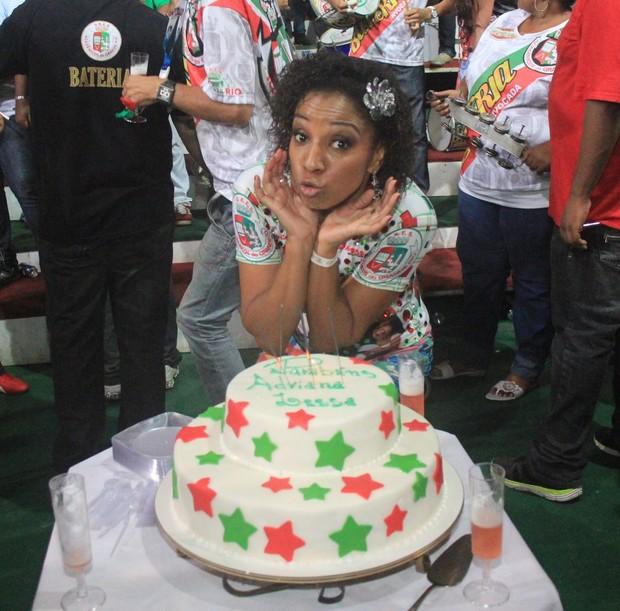Adriana Lessa comemora aniversário em quadra de escola de samba (Foto: Rodrigo dos Anjos/Divulgação)