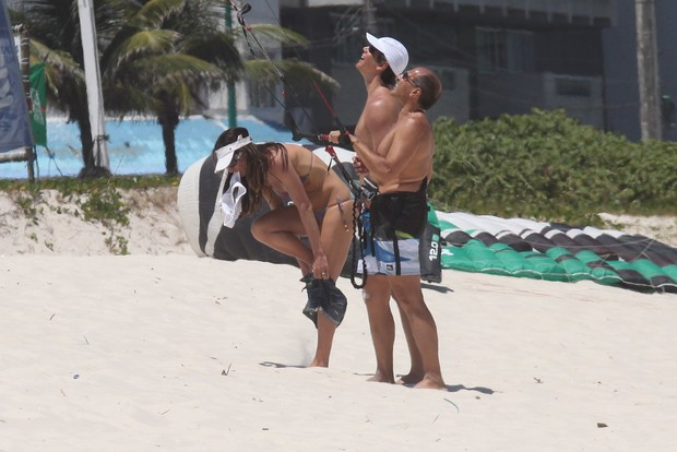 Marcio Garcia e Andrea Santa Rosa na praia (Foto: Marcos Ferreira \ Carlos Osmar - Photo rio new)