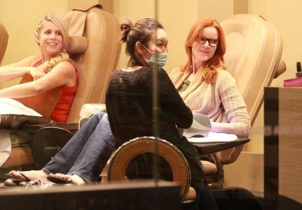 Marcia Cross, de 'Desperate Housewives', faz as unhas (Foto: Studiopress)