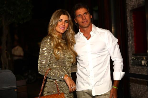Iris Stefanelli com o noivo Jerônimo Teixeira no aniversário de Sabrina Sato em boate em São Paulo (Foto: Iwi Onodera/ EGO)