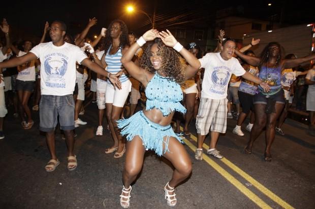 Vânia Love em ensaio de rua da Portela na Zona Norte do Rio (Foto: Philippe Lima/ Ag.News)