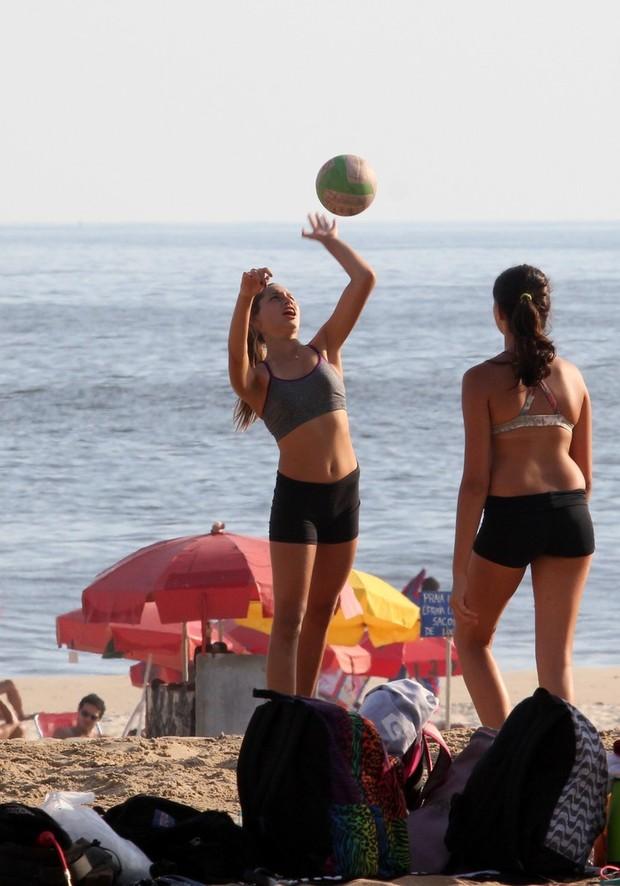 Sasha na praia (Foto: Wallace Barbosa / AgNews)